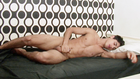 Hot twink handles his popping up boner